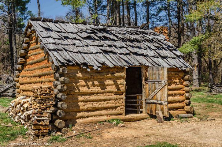 1740s American log cabin